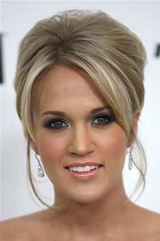Carrie Underwood is All Glam with Gorgeous Blue/Brown/White Eyeshadow, Lined Upper and Lower Lashes, Mascara, Peach Blush, and Pink Glossed Lips.