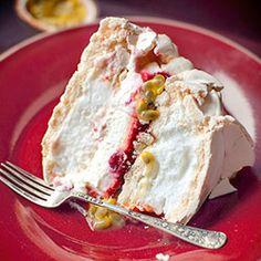 Tort bezowy z malinami i marakują | Kwestia Smaku