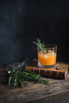 Rosemary and clementine whiskey sour by Gintare Marcel - food photography ideas Cocktails, Cocktail Recipes, Alcoholic Drinks, Beverages, Sour Cocktail, Orange Party, Cocktail Photography, Food Photography, Photography Website