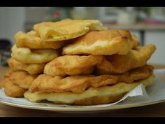 Placinţele | Langoşi cu Branza Dospiţi asa ca in copilarie - YouTube Romanian Food, Pastry And Bakery, Crepes, Food Videos, Bread Recipes, Quiche, Deserts, Pizza, Chicken