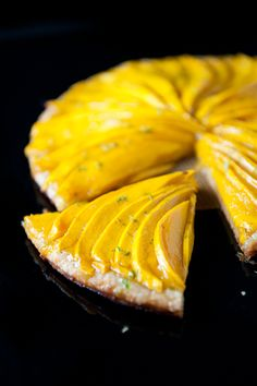Looking for a spring tart dessert to make? Try this sprig-inspired mango tart. The perfect blend of sweet, exotic, and sour in a refreshing tart dessert. Mango Recipes, Tart Recipes, Sweet Recipes, Dessert Recipes, Cooking Recipes, Just Desserts, Delicious Desserts, Yummy Food, Tasty