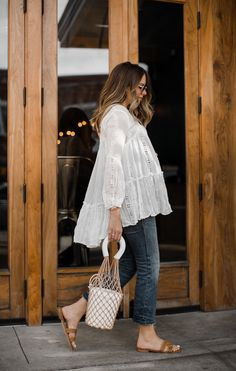 Mode // Streetstyles The White Lace Tunic You Can Put on Now and Later This Summer season // Ashley Estilo Baby Bump, Casual Outfits, Summer Outfits, Fashion Outfits, Fashion Tips, Pregnancy Outfits, Early Pregnancy, Pregnancy Style, Pregnancy Fashion