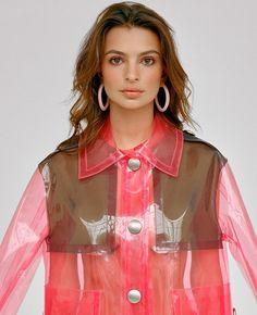 Roter Pvc Regenmantel mit großen Druckknöpfen Pvc Regenmantel, Emily  Ratajkowski, Blog, Regenbekleidung, a2af523110