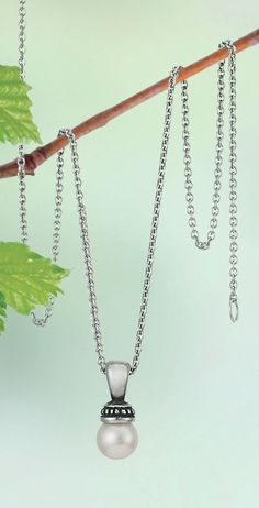 Our Beaded Pearl Pendant shown on a Fine Cable Chain will pair perfectly with your classic wedding style! #JamesAvery #weddinginspiration