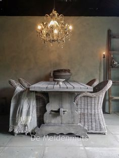 ✐Color: Gray ✦ Gray table and chairs in dining room