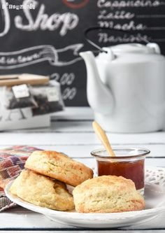 Scones {paso a paso} Biscuits, Bread And Pastries, English Food, Eat Dessert First, Dessert Recipes, Desserts, Sin Gluten, Afternoon Tea, Bakery