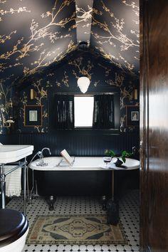 Boutique Interior Design, Interior Design Studio, Bathroom Interior Design, Salon Design, Wallpaper Ceiling, Dark Wallpaper, Wallpaper Ideas, Wallpaper Designs, Beautiful Wallpaper