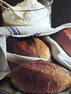 Franskbröd med lite grahamsmjöl och sparsamt med fett i degen. När brödet är färdiggräddat penslas det med hett vatten för att ytan skall bl... Most Nutrient Dense Foods, Fett, Baguette, Nutrition, Baking, Recipes, Frases, Patisserie, Rezepte