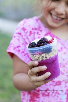 How to freeze smoothies and acai bowls for school snack. My family loves grabbing smoothies from our stock pile in the freezer to go on busy days.