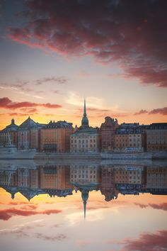 Get familiar with the modern side of ancient Stockholm on this walking tour. Follow your local guide on foot through the city's most interesting contemporary neighborhoods to learn about the city's commitment to the environment, its top-notch design credentials and its vibrant citizens.