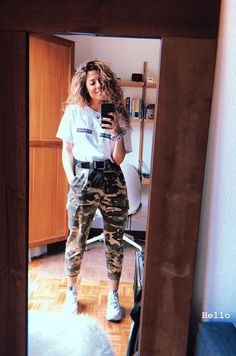 Harry Styles, Indigo, Fangirl, Capri Pants, Ootd, Outfits, Chic, Instagram, People