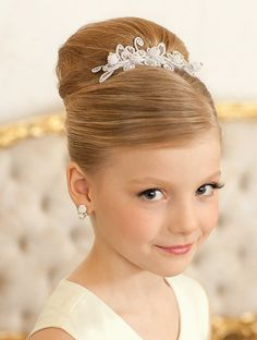Pin by Hairstyles and Nails 2020 on Top 20 coafuri par lung pentru fetite la mod. Pin by Hairstyles and Nails 2020 on Top 20 coafuri par lung pentru fetite la moda in acest an in 2020 Flower Girl Updo, Flower Girl Hairstyles, Little Girl Hairstyles, Braided Hairstyles, Little Girl Updo, Teenage Hairstyles, Hairstyles 2018, Pagent Hair, Communion Hairstyles