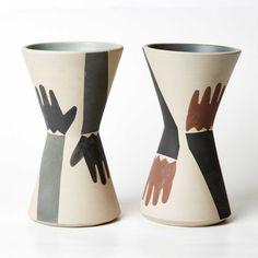"""Estos floreros de cerámica inspirados en los antiguos """"Keros"""" son parte de nuestra última colección """"Ritual"""" fueron cuidadosamente pintados a mano por fuera y por dentro. Cada pieza es única y son de edición limitada. Planter Pots, Ceramic Vase, Flower Vases, Parts Of The Mass, Objects"""