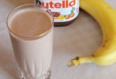 Nutellás banán shake Nutella, Glass Of Milk, Shake, Smoothies, Food And Drink, Cooking Recipes, Pudding, Drinks, Tableware