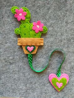 Ribbon bookmark with cactus, gift for readers, planner supplies, stocking stuffers, gift for teachers. Felt Crafts Patterns, Felt Crafts Diy, Felt Diy, Fabric Crafts, Sewing Crafts, Felt Bookmark, Bookmark Craft, Diy Bookmarks, Ribbon Bookmarks