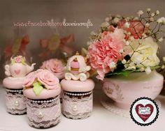 Potinhos de Brigadeiro decorados com Biscuit #biscuit #porcelanafria #partyfavors #lembrancinha