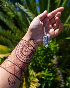 Summer essentials: henna/jagua cuff and my favorite @houseofalaia crystal necklace. Palm trees optional. Get your j-cones and henna at www.hennaguru.com !! Thanks @hennathreads for the inspiration to combine henna and jagua in the same design. #naturalhenna #jagua #genipaamericana #huito #jcone #hennaloungestain #organichenna #hennapro #artistlist #supportlocalartists #oaklandhenna #sanfranciscohenna #tgif #fridaymood #sunshine #summervacation #vacationhenna #summerbreak