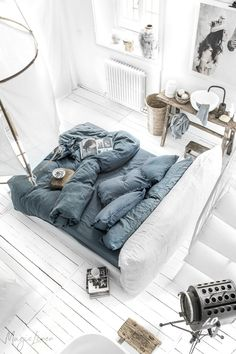 Add a fresh look to your bedroom with linen bedding in gray blue. It not only adds calm but keeps your bedroom sophisticated. Discover our collection of blue linen bedding > Linen Sheets, Bed Linen Sets, Linen Duvet, Linen Pillows, Blue Bed Sheets, Cotton Pillow, Casa Cook, Boho Bedding, Bedding Sets