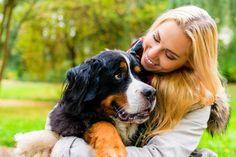 Por mais que você tome todo o cuidado com a limpeza do seu pet, um simples passeio no parque já é capaz de infestá-lo de pulgas. E é aí que mora o perigo: elas são capazes de picar o animal mais de 400 vezes ao dia. Esses insetos estimulam o organismo dos nossos animais a liberar uma substância chamada histamin