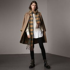 Burberry The Camden - Long Car Coat (6.565 RON) ❤ liked on Polyvore featuring outerwear, coats, single-breasted trench coats, long sleeve slip, long leather coat, long sleeve coat and print coat