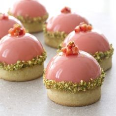 pistachio and strawberry mousse tartlette. (in Hebrew)