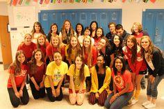 Durante la semana, los estudiantes de lenguas llevaron ropa que represente países populares en el mundo. Es un parte divertido de la semana.