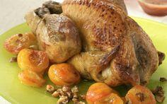 """750g vous propose la recette """"Pintade au four aux abricots et noisettes"""" notée 4.3/5 par 59 votants."""