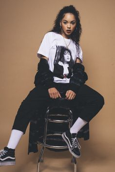 Get more ✨poppin✨pins urban fashion, fashion, womens fashion Tomboy Outfits, Mode Outfits, Retro Outfits, 90s Hip Hop Outfits, Black Girls Outfits, Streetwear Mode, Streetwear Fashion, Black 90s Fashion, Swag Fashion