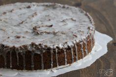 Es gibt wieder ein Kuchen Rezept für euch. 🙂 Was haltet ihr denn von den kleinen schwarzen Körnern, die einem immer so hübsch zwischen den Zähnen hängen bleiben? Es gibt ja nahezu Mohn-Verrückte Menschen, die wirklich alles essen, wenn nur Mohn darauf ist. Bei mir sind es die Frühstücksbrötchen.. die schmecken mit Mohn einfach viel …