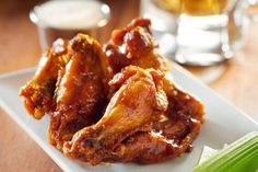 Ale-Spiked Chicken Wings with Homemade Ranch Dip Recipe Appetizers, Lunch with… Bbq Chicken Wings, Barbecue Chicken, Raw Chicken, Healthy Chicken, Grilled Chicken, Baked Buffalo Wings, Buffalo Chicken, Homemade Ranch Dip, Master Chef