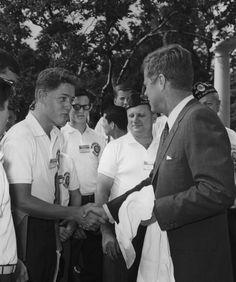 A teenage Bill Clinton shakes President John F.... - Historical Times