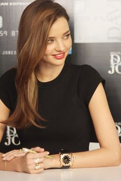 Miranda Kerr: cut and colour (my hair does that kinky thing at the bottom…this makes me not hate it so much! Long Face Hairstyles, Trendy Hairstyles, Hairstyle Men, Wedding Hairstyles, Style Miranda Kerr, Miranda Kerr Hair Color, Miranda Kerr Haircut, Long Hair Cuts, Long Hair Styles