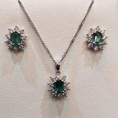 Stunning 18ct white gold emerald and diamond cluster pendant and earring set! #treatyourself www.neweysjewellers.co.uk