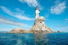 abandoned-aniva-lighthouse-01