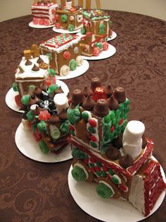 A cute Gingerbread Train! Gingerbread Houses~patterns and a tutorial | Family Heritage Recipes