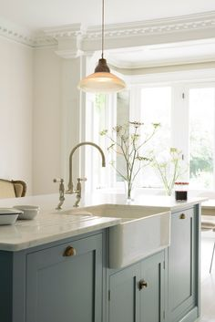 New kitchen cabinets - English Country Kitchen with Beautiful Blue Cabinets & Brass Hardware – New kitchen cabinets New Kitchen Cabinets, Shaker Kitchen, Kitchen Layout, Kitchen Colors, Kitchen Flooring, Blue Cabinets, Kitchen Ideas, Brass Kitchen, Kitchen Sinks