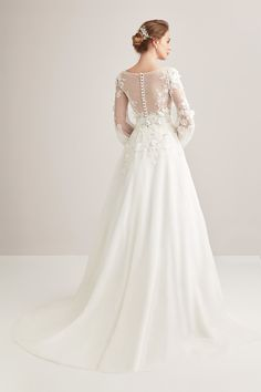 Long Sleeve Wedding Dress with Lace Embroidered Long Sleeves Wedding Dresses with Lace Handles and lace skirt and prepared with … Muslimah Wedding Dress, Hijab Wedding Dresses, Pretty Wedding Dresses, Princess Wedding Dresses, Bridal Dresses, Wedding Gowns, Bride Lingerie, Marriage Dress, Boho Wedding Decorations