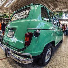 Renault 4 #renault #renault4 #frenchcar #voiture #gopro #hdr #chivera #morninautos #soloparking #taillights (at Hermandad Gallega)