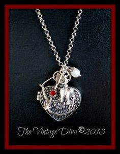 THE HUNGER GAMES~Katniss Everdeens Bow and Arrow Heart Locket Necklace