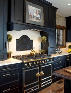 Chic Kitchen Colors 15 Beautiful Black Kitchens /// The Hot New Kitchen Color - Page 6 of 17 - The Cottage Market Country Kitchen, New Kitchen, Gold Kitchen, Kitchen Ideas, Kitchen Stove, Country Living, Kitchen Wood, Kitchen White, Vintage Kitchen