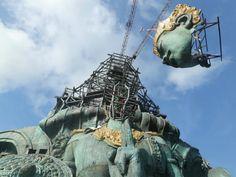 Компания Sicis участвует в грандиозном проекте по строительству самой большой статуи в мире. Она будет изображать бога Вишну верхом на легендарном орле Гаруде. Находится эта статуя в частном парке Гаруда-Вишну-Кенчана в Индонезии, находящийся на полуострове Букит, в южной части острова Бали. Площадь парка составляет 240 гектар. Неподалёку находится аэропорт Нгурах-Рай.  Sicisспециально для этого проекта создал уникальный микс из стеклянной мозаики коллекций Glimmer и Iridium. Она придаст эффект Sicis Mosaic, Statue Of Liberty, Sci Fi, Travel, Art, Statue Of Liberty Facts, Art Background, Science Fiction, Viajes