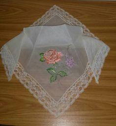 Pañuelo bordado en seda