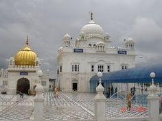 Gurudwaras in Punjab Darshan Yatra Amritsar, 16th Century, Taj Mahal, Places To Visit, Tours, Taxi, World, Building, Travel