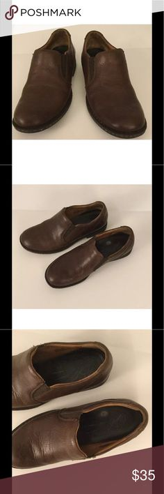 "BORN LOAFERS WOMEN 8M/W brown leather Excellent women's loafer shoes in size 8 M/W. They show very little wear and are clean. Some minor scuffing around the toe box. Easy to care for. See the photos as they are part of the description. Read the measurements below.  Measurements on sole of shoe:  Length from toe to heel: 10 5/8"" Width at widest part of shoe: 4"" Born Shoes Flats & Loafers"