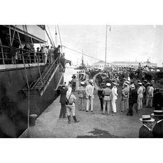 EMBARQUE DE TROPAS PARA MELILLA EL REGIMIENTO DE ALCÁNTARA EMBARCANDO EN EL PUERTO DE VALENCIA FOTO: JOSÉ MARÍA CABEDO: 30/08/1911Descarga y compra fotografías históricas en | abcfoto.abc.es