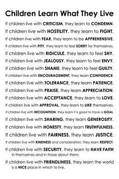 Les enfants apprennent ce qu'ils vivent le poème de par karimachal