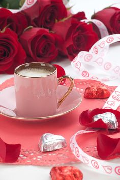Coffee And Red Roses. Closeup of cup of fresh coffee with red roses on Valentine , Fresh Coffee, Coffee Love, Coffee Art, Coffee Shop, Good Morning Roses, Good Morning Coffee, Chocolates, Tea Club, Brown Coffee