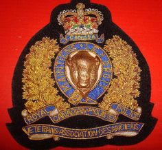 Gold wire crest, worn on the breast pocket of the red or blue blazer of members of the Royal Canadian Mounted Police Veteran's Association. All retired, former RCMP Members are eligible to join the RCMPVA. Veterans Association, Saskatchewan Canada, Police Badges, British Things, Military Insignia, Great British, Gold Wire, Commonwealth, Law Enforcement