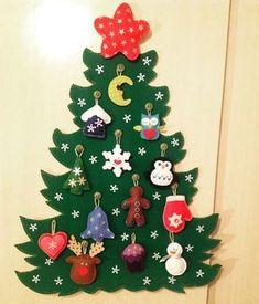 Árvore de natal em feltro, os enfeites são móveis, bons para as crianças brincarem de montar e desmontar a árvore. São 13 enfeites + 1 estrela em cima. Tem aproximadamente 40 cm de altura. Christmas Tree Advent Calendar, Felt Christmas Ornaments, Xmas Tree, Christmas Holidays, Christmas Decorations, Felt Crafts, Diy And Crafts, Holiday Crafts, Holiday Decor