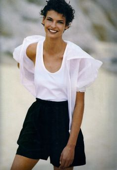 lalinda-evangelista: Contemporary Cuts - Vogue UK (1990)Linda Evangelista by Patrick Demarchelier